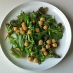 ヒヨコ豆の入った野菜サラダ