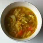 カボチャやキャベツの入ったスープ