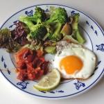 目玉焼きと野菜